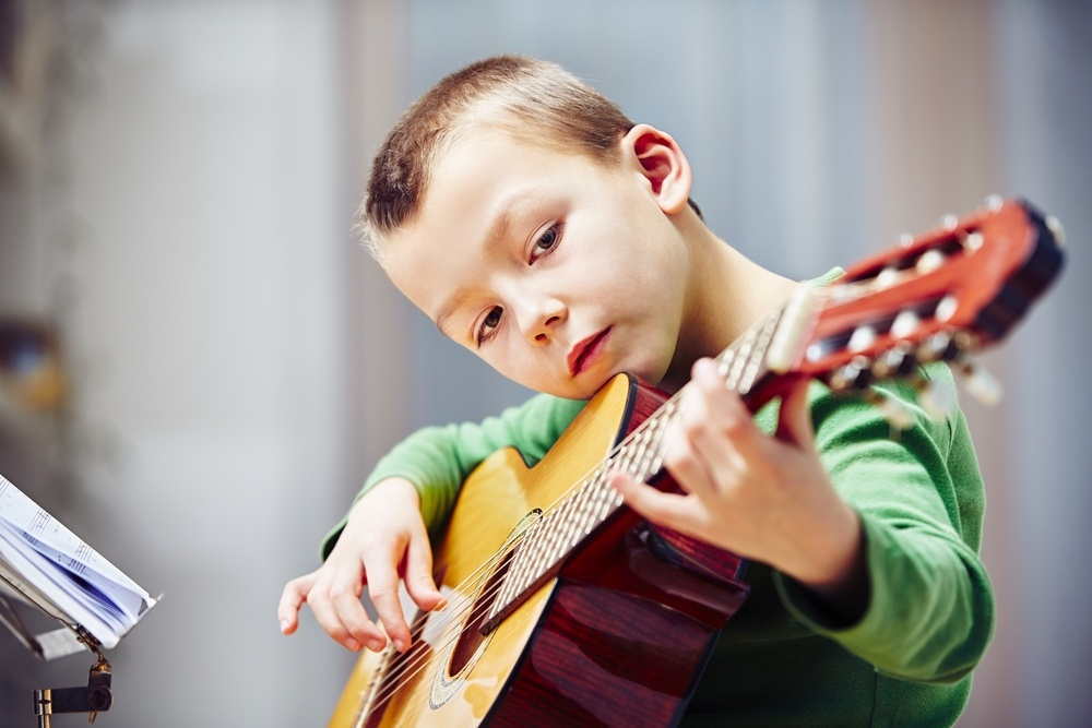 guitar young kid pic
